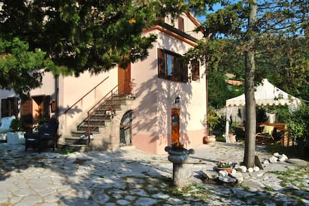 PACE & RELAX in VILLA UMBRA - Campitello - Huvila
