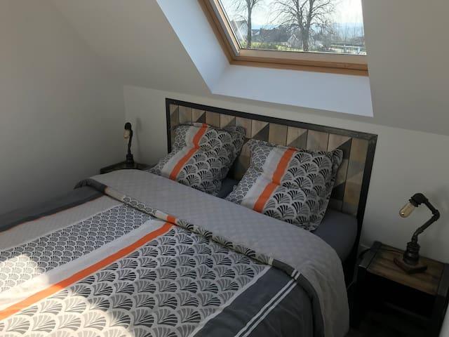 Chambre avec lit 160 de marque André Renault
