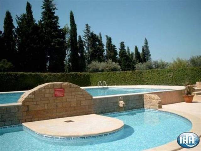 Maison en Provence & piscine - Eyguières - Casa