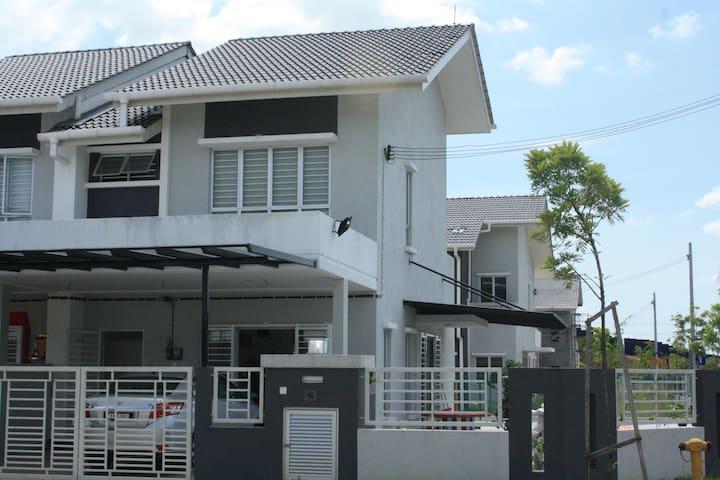 Saron's Sweet Home - Shah Alam - Casa