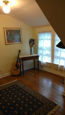 Cozy separate apartment over garage - Apartments for Rent in ...