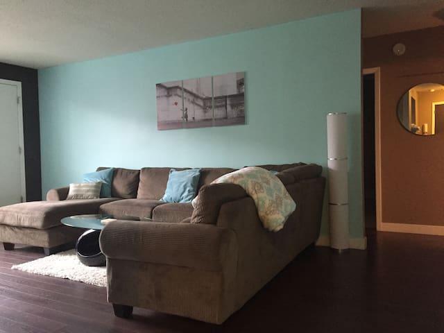 Entire 2 bedroom condo - Regina - Appartement