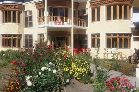 The Zaltak guesthouse - Leh - Bed & Breakfast