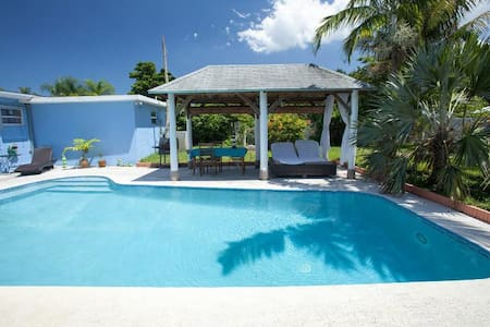 3/2 Tropical House with pool, WiFi