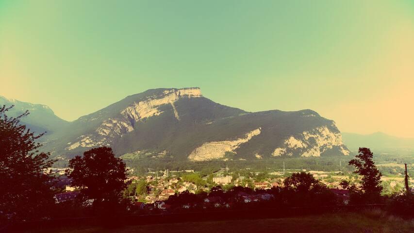 Grand espace verdoyant  - Proche de Grenoble