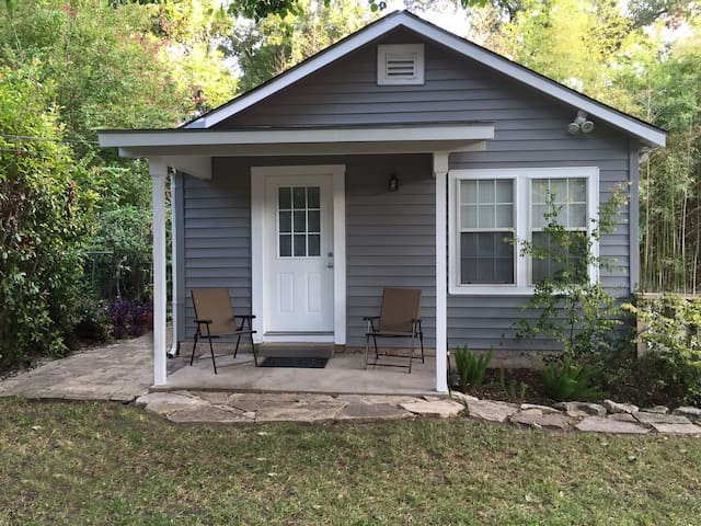 Charming Alamo Heights Guest House