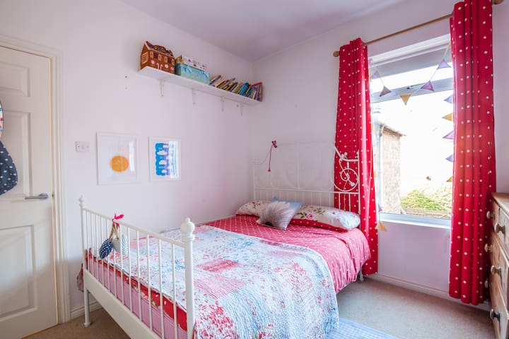Double bed 10mins to centre by bus - Belfast - Hus
