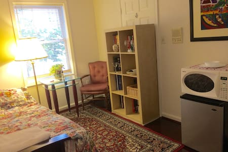 Private room & bath - minutes to DC - Arlington