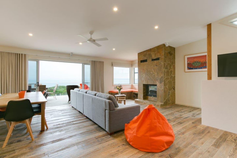 Upstairs loungeroom