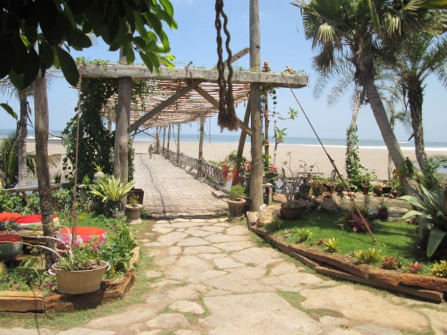 Access to the beach by the laguna beach club, so nice lounge bar and restaurant, new and already famous in Bali. Just 300 m far from the house.