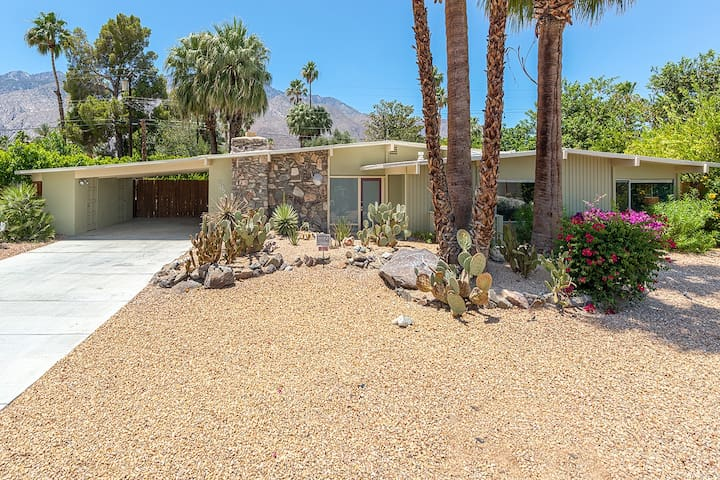 alexander home with mountain views houses for rent in palm springs california united states