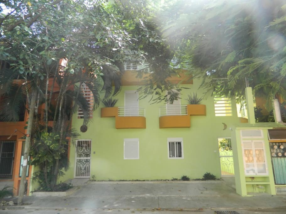 Front view from calle 30 norte