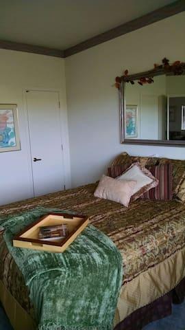 Quiet peaceful bedroom