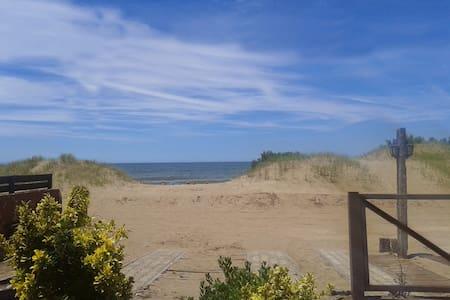 Frente al mar, Duplex Doña Camila.