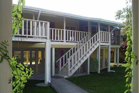 Secure private room close to beach - El Porvenir