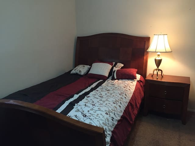 Private room just off Emory/Decatur - Decatur - Wohnung