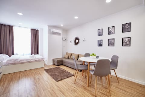 """Jorgen"" cozy studio at new apart-hotel"