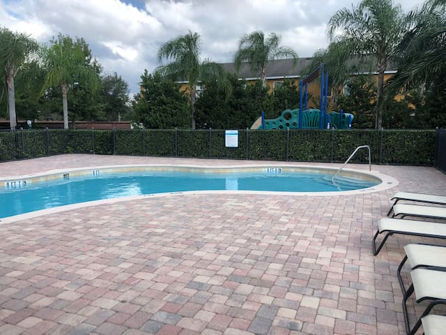 Clean, Cozy, Gated Town Home w/Pool, East Orlando