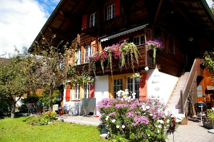 Home Away from Home ChaletSunshine - Schwanden-Brienz - Apartamento
