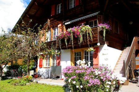 Home Away from Home ChaletSunshine - Schwanden-Brienz - Apartemen