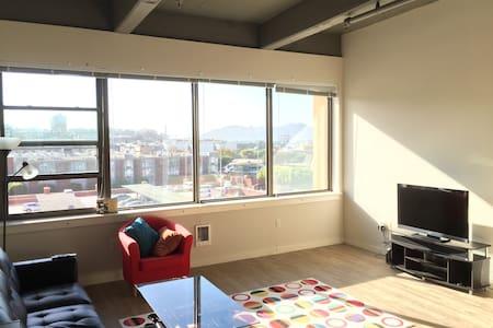 Modern, spacious 1BD, Great View!
