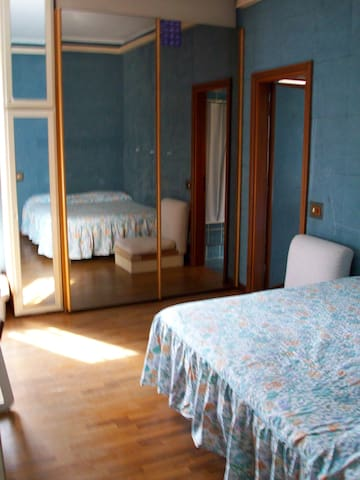 Central Rome, room with private bathroom