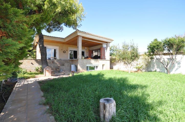 Luxurious seaside villa for six persons - Artemis - Huis
