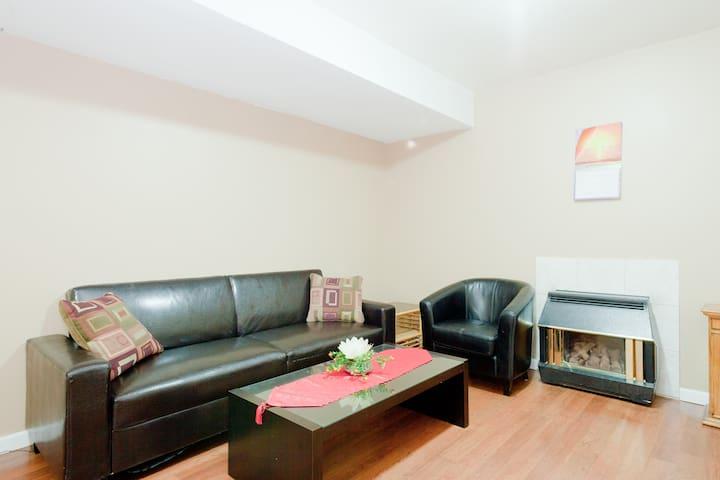 Cozy Suite With Private Entrance - Maple Ridge - Lägenhet