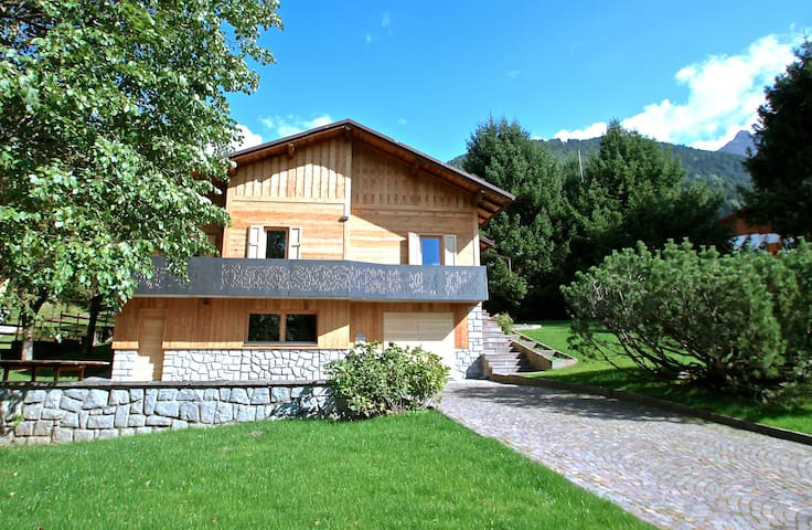 Ski, hike & bike. BBQ & fireplace in a cosy villa. - Temù - Villa