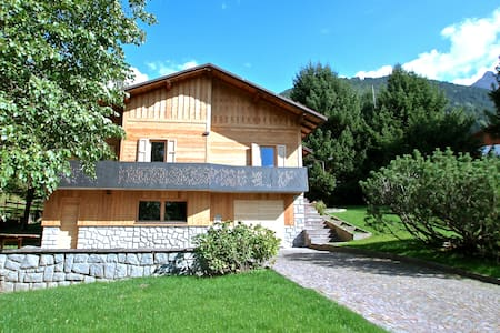 Ski, hike & bike. BBQ & fireplace in a cosy villa. - Temù - Willa