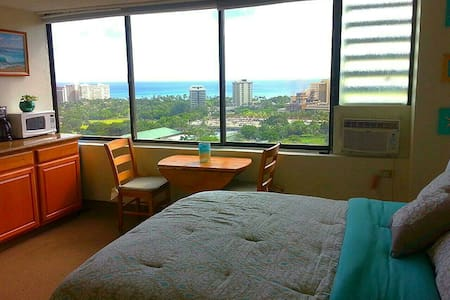 Waikiki Ocean View Studio w Parking