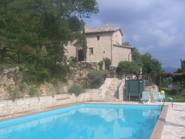 Villa with large pool in Umbria - San Mamiliano - Haus