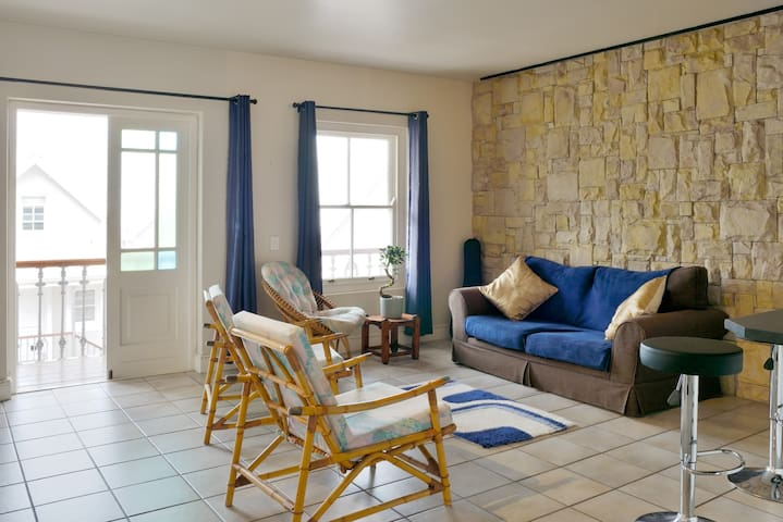 Private apartment next to Hout Bay beach
