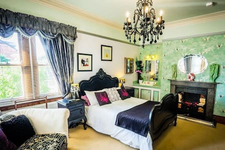 A Romantic Decadent Room. - Bed & Breakfast