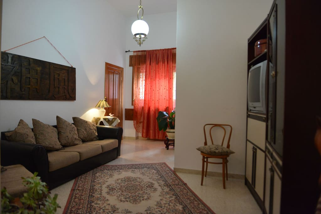 Salotto principale con divano letto per 1 personacon Wi-Fi ph. 3