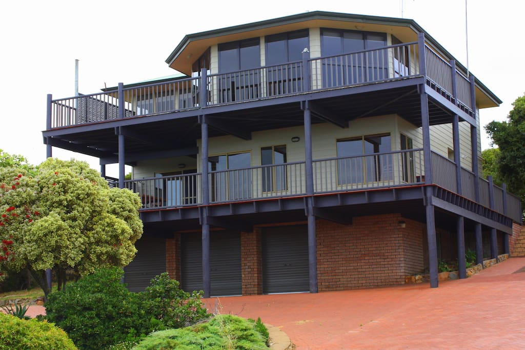 There is plenty of entertaining area  on both levels of the upper and lower verandah  which both have Indian ocean views There is also  easy access for  cars and boats parking at the house as well.