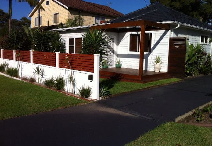Bright & airy family home, big backyard - Gymea - Huis