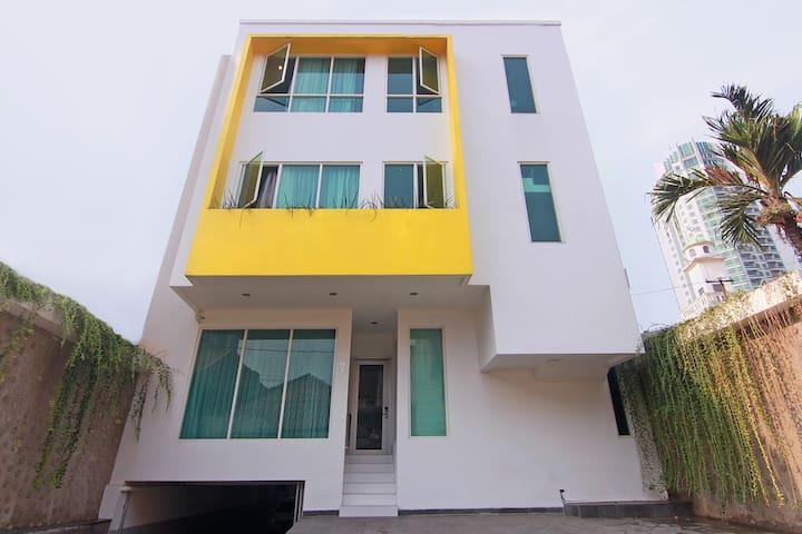 ehouzz Jakarta - simply modern stay - Giacarta - Casa