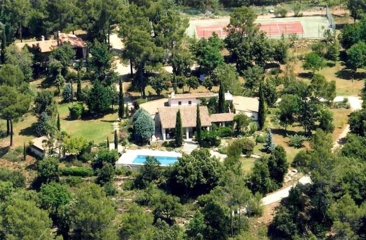 "Domaine Les Agaves  ""L'hacienda"" - Entrecasteaux - Apto. en complejo residencial"