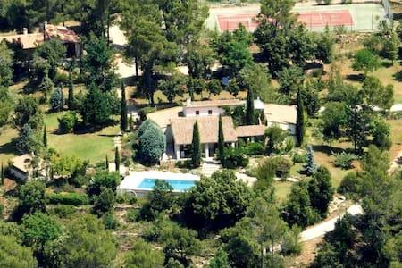 """Domaine Les Agaves  """"L'hacienda"""" - Entrecasteaux"""
