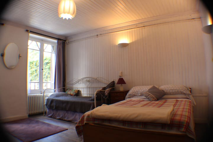 Moulin de Chantegrolle Chambres D'hotes - Charroux - Bed & Breakfast