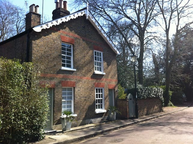Charming Cottage with Roof Terrace - Richmond Upon Thames - Dům