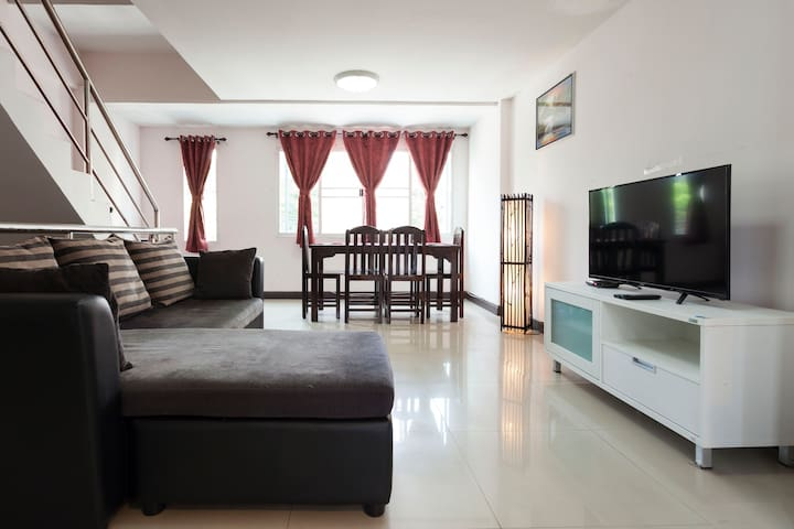 3 BR Town House In City Of Chiangmai Near Old Town
