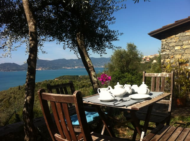 Rustico Ligure: seaview and garden - Tellaro - Bed & Breakfast