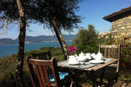 Rustico Ligure vista Mare - Tellaro - Bed & Breakfast