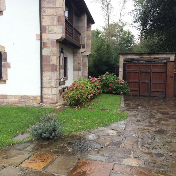 Cobertizo con jard n liendo cantabrie espagne for Cobertizo jardin