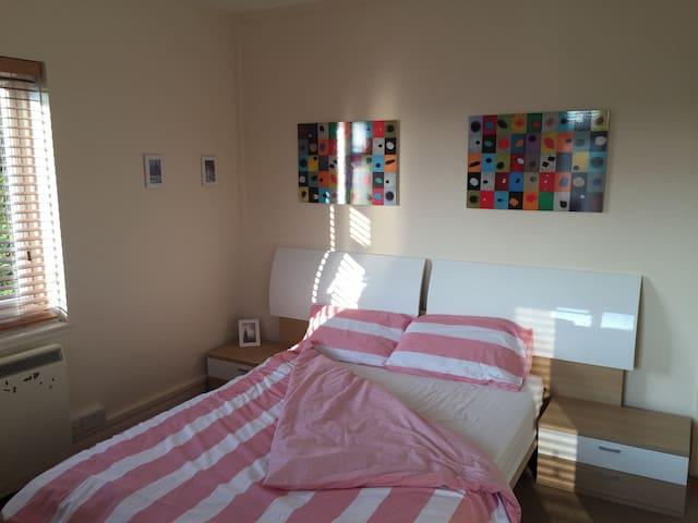 Beautiful quiet double bed room - London - Apartemen