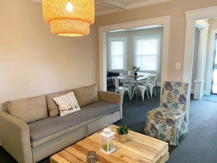 COZY & COMFY 2BDR, 5MIN TO MIDTOWN/DOWNTOWN,