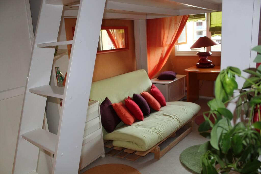 chambre pop tr s color e lit 2 places appartements. Black Bedroom Furniture Sets. Home Design Ideas