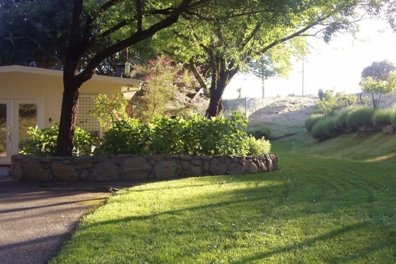 Sonoma Cottage Overlooking Vineyard